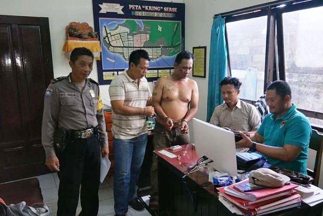 https: img.okezone.com content 2019 05 08 244 2052906 lakukan-penipuan-polisi-gadungan-diringkus-di-pelabuhan-gilimanuk-RcE2sk9hgJ.jpg
