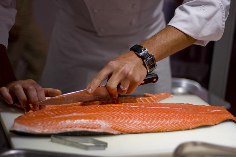https: img.okezone.com content 2019 05 08 298 2053102 perbaikan-kualitas-ikan-laut-untuk-dikonsumsi-masyarakat-luas-MVBxlmVbbz.jpg