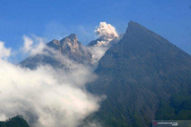 https: img.okezone.com content 2019 05 08 510 2052913 merapi-luncurkan-guguran-lava-pijar-sejauh-1-400-meter-ke-kali-gendol-Hw2GfXosqR.jpg