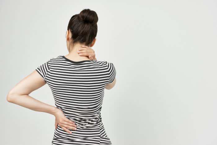 https: img.okezone.com content 2019 05 09 481 2053740 ternyata-perempuan-dengan-payudara-besar-lebih-sering-sakit-punggung-ohFl4tmHu3.jpg