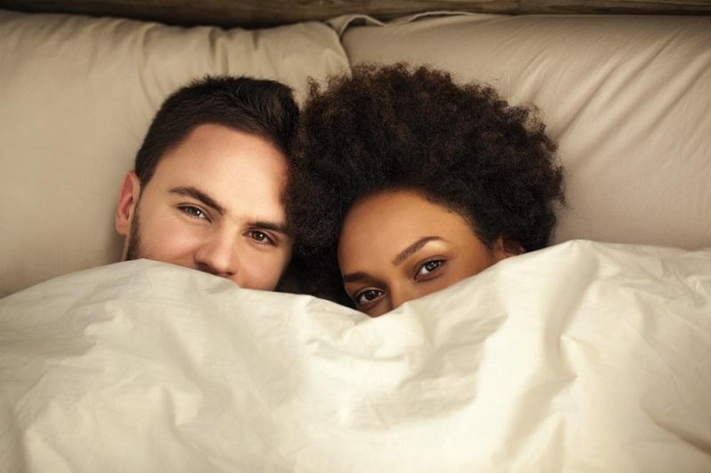 https: img.okezone.com content 2019 05 09 616 2053680 ingin-berhubungan-seksual-dengan-pasangan-saat-puasa-ini-kata-ustadz-asE2uGxSk0.jpg