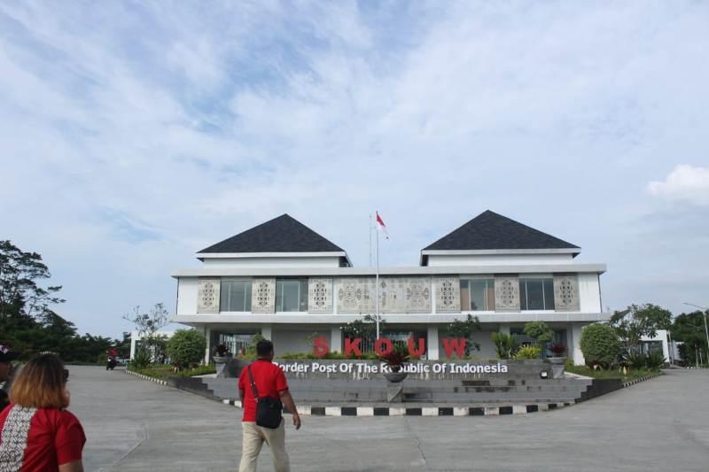 https: img.okezone.com content 2019 05 10 1 2053830 lebih-dekat-dengan-plbn-skouw-destinasi-baru-di-ujung-timur-indonesia-dFBRXJEsYz.jpeg