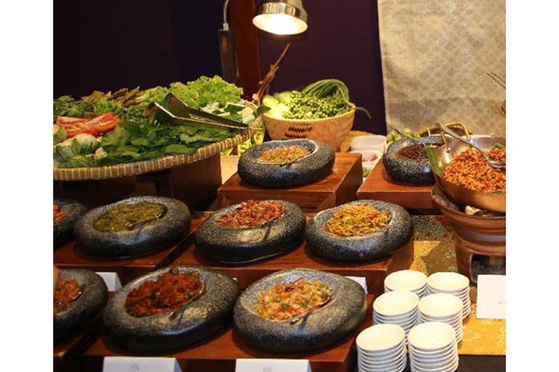 https: img.okezone.com content 2019 05 10 298 2053884 menjelajahi-kuliner-autentik-7-destinasi-di-jakarta-1K3dpj4ZZW.jpg
