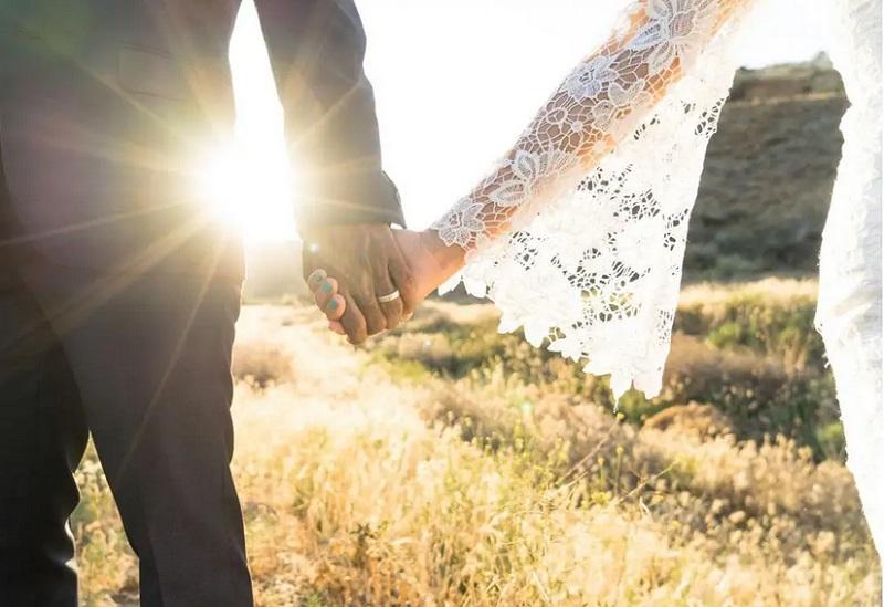 https: img.okezone.com content 2019 05 11 196 2054546 asal-muasal-mitos-suku-sunda-dilarang-menikah-dengan-suku-jawa-dan-sebaliknya-CFxefbw2f6.jpg