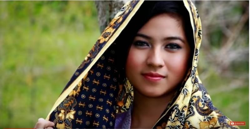 https: img.okezone.com content 2019 05 12 612 2054714 cantik-dan-pekerja-keras-keistimewaan-gadis-asal-madura-RTNU1xJqKG.png