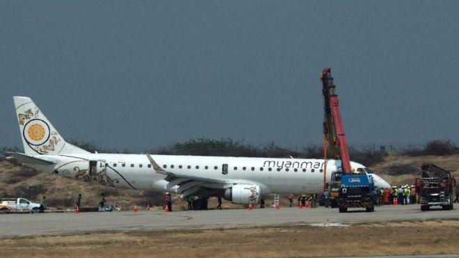 https: img.okezone.com content 2019 05 13 18 2054874 pilot-di-myanmar-berhasil-daratkan-pesawat-walaupun-tanpa-roda-depan-YFVZj0Tuhc.jpg