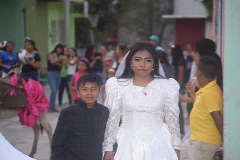 https: img.okezone.com content 2019 05 13 196 2054861 viral-foto-bocah-menikah-dengan-perempuan-dewasa-ternyata-ini-faktanya-DqRaqslS47.jpg