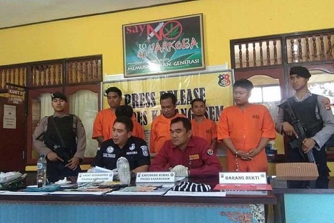 https: img.okezone.com content 2019 05 14 244 2055428 asyik-pesta-narkoba-4-warga-karangasem-ditangkap-WLmwj6061l.jpg