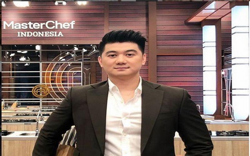 https: img.okezone.com content 2019 05 14 33 2055438 istri-didoakan-keguguran-oleh-bocah-chef-arnold-lapor-polisi-ji73eOBYZ1.jpg