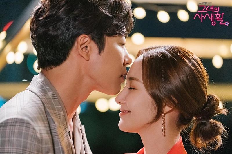 https: img.okezone.com content 2019 05 14 33 2055696 berkat-adegan-ciuman-her-private-life-jadi-drama-paling-diperbincangkan-di-korea-TnBMtN0qr1.jpg