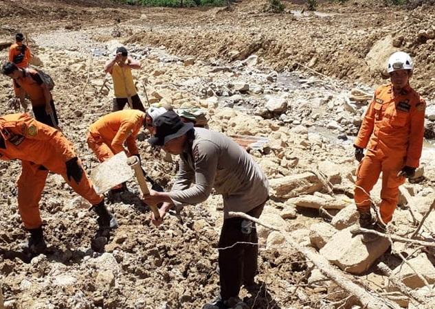 https: img.okezone.com content 2019 05 14 340 2055667 korban-tewas-akibat-banjir-bengkulu-bertambah-menjadi-25-orang-3-lainnya-masih-hilang-zSmAEeQMrZ.jpeg