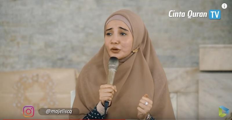 https: img.okezone.com content 2019 05 14 614 2055453 cerita-zaskia-sungkar-menjemput-hidayah-pernah-dipaksa-pakai-hijab-5dheq47T1k.jpg