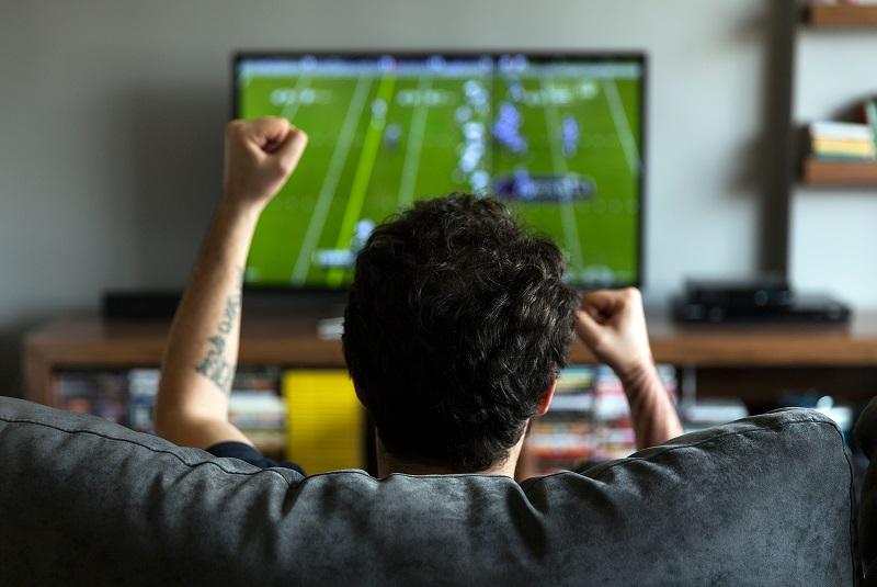 https: img.okezone.com content 2019 05 15 481 2056113 hasil-studi-pria-lebih-sering-memikirkan-sepakbola-dibanding-seks-kLAnHwqfQp.jpg