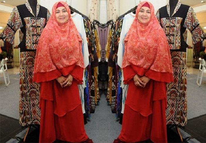 https: img.okezone.com content 2019 05 15 617 2055919 pernah-jadi-bintang-film-panas-tampilan-eva-arnaz-pakai-hijab-semakin-bersahaja-yBoA3oUI84.jpg