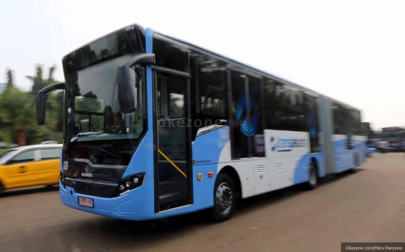 https: img.okezone.com content 2019 05 16 338 2056485 transjakarta-akan-sediakan-bus-terintegrasi-stasiun-lrt-tQzqloYWeZ.jpg