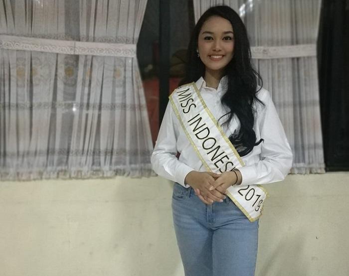 https: img.okezone.com content 2019 05 17 298 2056863 uniknya-tradisi-sahur-keluarga-miss-indonesia-2019-princess-megonondo-Sp4KPJcZVU.jpeg