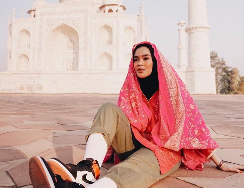 https: img.okezone.com content 2019 05 17 406 2056942 hijabers-ini-tips-packing-untuk-traveling-ala-sivia-azizah-U5gyx5HvLH.jpg