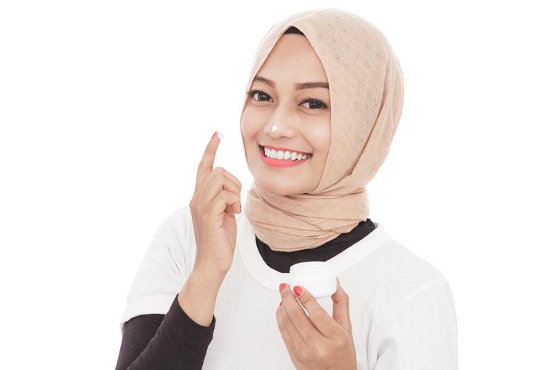 https: img.okezone.com content 2019 05 17 611 2057106 skincare-terkenal-asal-korea-ini-bersahabat-untuk-muslimah-NORS9FstSA.jpg