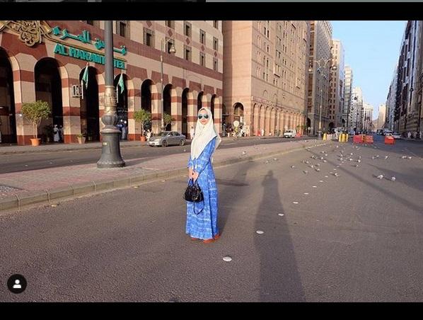 https: img.okezone.com content 2019 05 18 194 2057309 inspirasi-hijab-cantik-ala-aura-kasih-lqhNfK8LcR.jpg