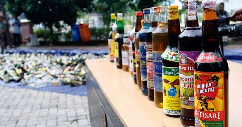 https: img.okezone.com content 2019 05 19 338 2057584 satpol-pp-tangerang-sita-250-botol-miras-dalam-razia-selama-ramadan-olJKhwSIGD.jpg