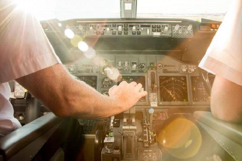 https: img.okezone.com content 2019 05 19 406 2057664 10-rahasia-pilot-yang-tidak-akan-diungkap-ke-penumpang-oIL7qSKDPq.jpg