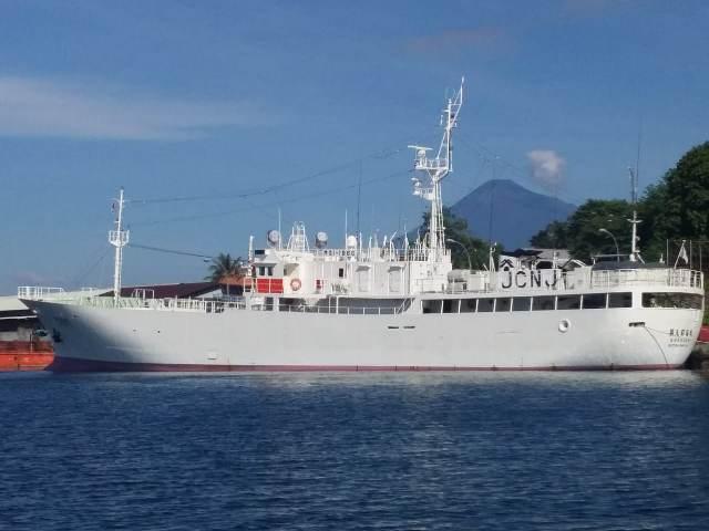 https: img.okezone.com content 2019 05 20 337 2057765 kp-hiu-05-periksa-kapal-ikan-jepang-di-zeei-laut-sulawesi-fhpYqhMELh.jpg