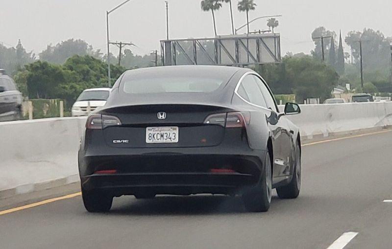 https: img.okezone.com content 2019 05 21 15 2058405 pemilik-mobil-ini-samarkan-identitas-asli-kendaraan-listrik-Fpr7UzFiJe.jpg