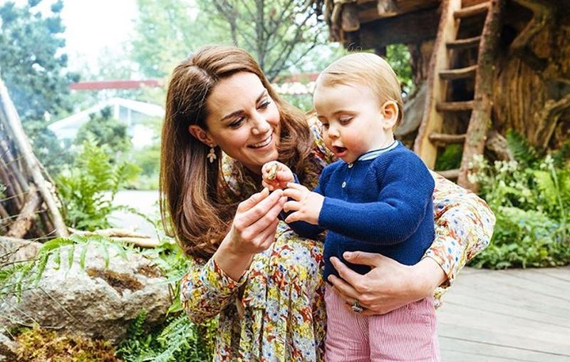 https: img.okezone.com content 2019 05 21 196 2058371 pangeran-william-ajak-3-anaknya-main-di-taman-rancangan-kate-middleton-HoF6GqeAtL.jpg