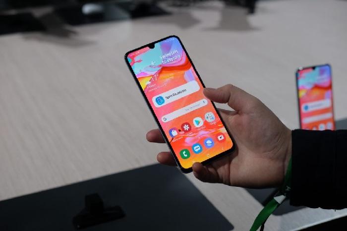 https: img.okezone.com content 2019 05 21 207 2058516 smartphone-jadi-perangkat-favorit-untuk-berselancar-internet-tablet-paling-tertinggal-HjNzQDT1w1.jpg