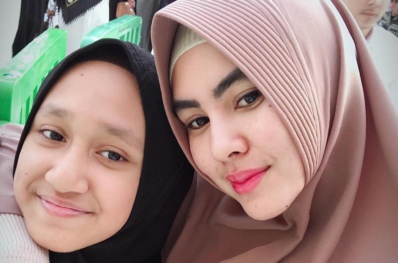 https: img.okezone.com content 2019 05 21 33 2058333 dandani-putri-sambung-kartika-putri-dikritik-netizen-gGDguVLjEc.jpg