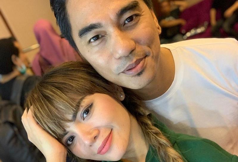 https: img.okezone.com content 2019 05 21 33 2058349 enda-ungu-foto-bareng-dinar-candy-netizen-bahaya-nanti-keluarga-hancur-6iWJiD1Mfj.jpg
