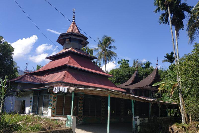 https: img.okezone.com content 2019 05 21 340 2058530 masjid-raya-belimbing-saksi-sejarah-penyebaran-tarekat-syattariyah-yang-masih-tersisa-VPt2lOIN6v.jpg