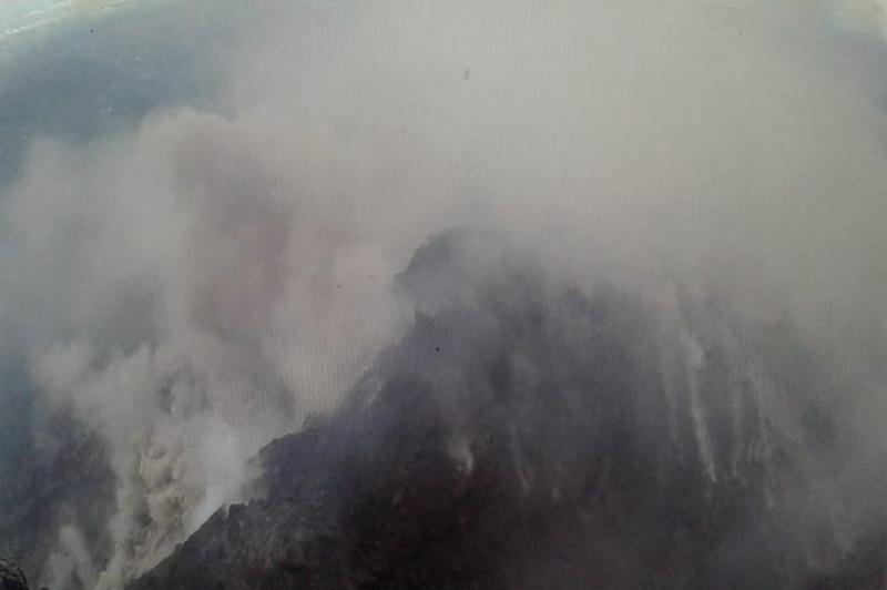 https: img.okezone.com content 2019 05 21 512 2058299 merapi-alirkan-lava-sejauh-700-meter-ke-arah-hulu-kali-gendol-U06JmHh2vF.jpg