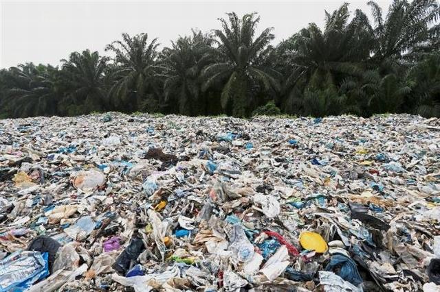 https: img.okezone.com content 2019 05 23 18 2059643 malaysia-kembalikan-sampah-plastik-ke-negara-asal-9CnrHjGXxx.JPG