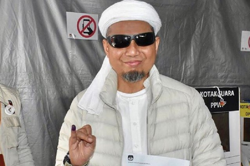 https: img.okezone.com content 2019 05 23 33 2059318 jenazah-ustadz-arifin-ilham-rencananya-akan-dimakamkan-dzuhur-XhhmA61hay.jpg