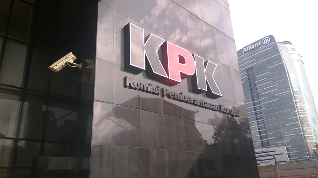 https: img.okezone.com content 2019 05 23 337 2059373 kpk-panggil-legislator-golkar-eka-sastra-terkait-suap-distribusi-pupuk-e6rcg0FWpS.jpg