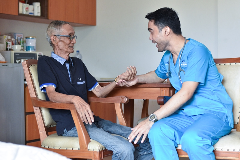 https: img.okezone.com content 2019 05 23 481 2059365 mengenal-home-care-insan-medika-solusi-untuk-perawatan-maksimal-di-rumah-PU8E5SBgdg.jpg