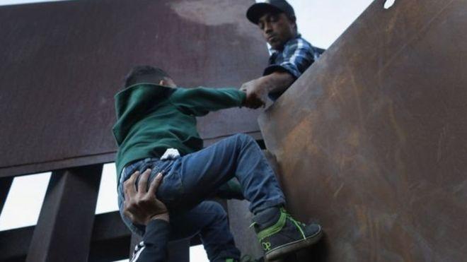 https: img.okezone.com content 2019 05 24 18 2059779 kematian-migran-anak-di-tahanan-as-tak-diumumkan-kepada-publik-kW6um9lois.jpg