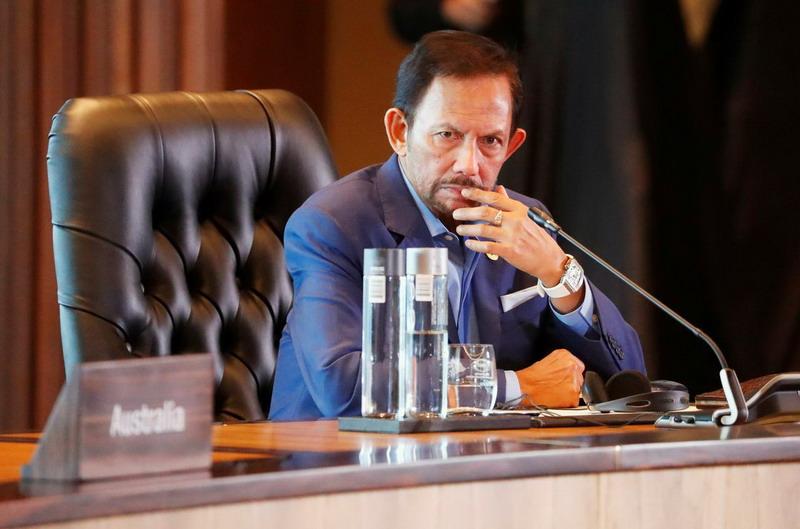 https: img.okezone.com content 2019 05 24 18 2059801 dikritik-soal-hukum-anti-lgbt-sultan-brunei-kembalikan-gelar-dari-oxford-Ws3t06XUoO.jpg