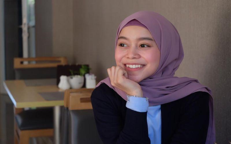 https: img.okezone.com content 2019 05 24 33 2059888 berkarier-sejak-usia-14-tahun-lesty-andryani-sabet-9-penghargaan-h4YyO8HNak.jpg