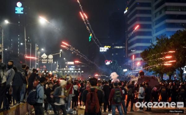 https: img.okezone.com content 2019 05 24 337 2060039 polisi-diminta-tindak-tegas-provokator-kerusuhan-aksi-21-22-mei-b6ORWVYhvl.jpg