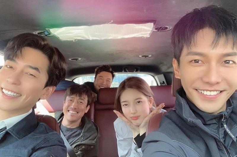 https: img.okezone.com content 2019 05 25 598 2060182 syuting-vagabond-selesai-bae-suzy-dan-lee-seung-gi-curhat-di-medsos-yACXQNWP1j.jpg