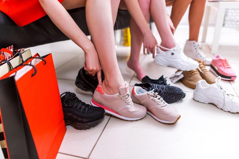 https: img.okezone.com content 2019 05 26 194 2060413 5-akun-jastip-untuk-berburu-sepatu-keren-buat-lebaran-K7qWC6RZXQ.jpg