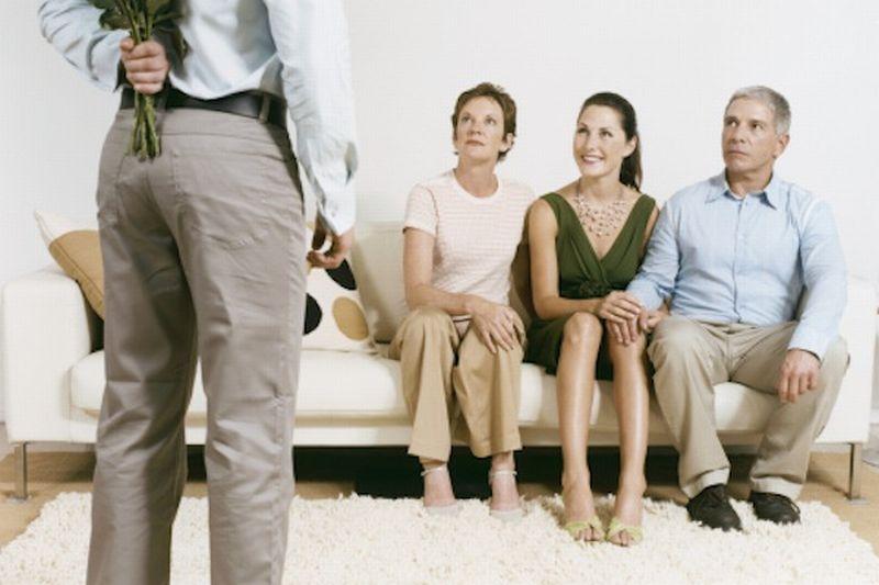 Bicaralah dengan tenang dan penuh hormat sehingga orangtua bisa menyuarakan pendapatnya.