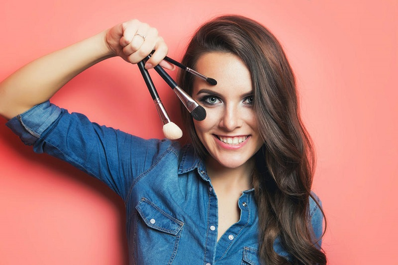 Kira-kira nanti Ladies wajib menggunakan make up apa sih?