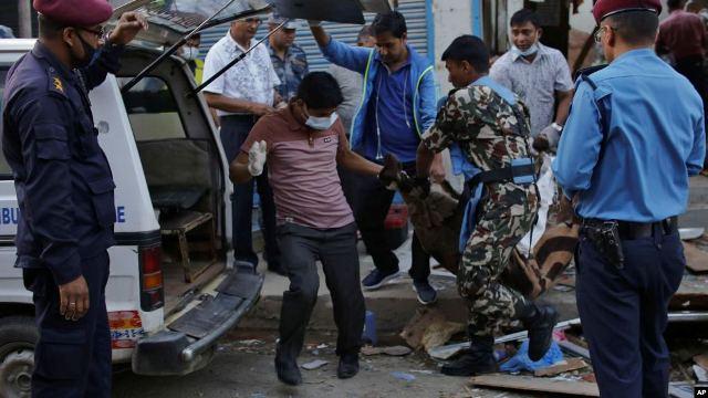 https: img.okezone.com content 2019 05 27 18 2060717 dua-bom-meledak-di-kathmandu-nepal-tiga-orang-tewas-ZkD6SZKCdA.jpg