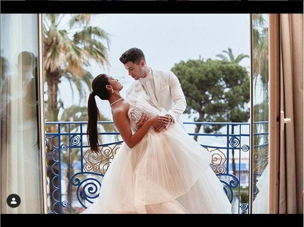 https: img.okezone.com content 2019 05 27 612 2061069 cara-romantis-nick-jonas-dan-priyanka-chopra-rayakan-hubungan-flvR7a4phw.jpg