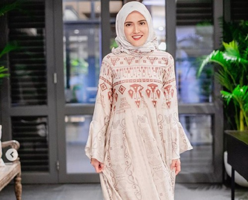 https: img.okezone.com content 2019 05 28 194 2061235 shandy-aulia-berhijab-saat-bukber-keluarga-netizen-masya-allah-cantiknya-49gR2cdmA8.jpg