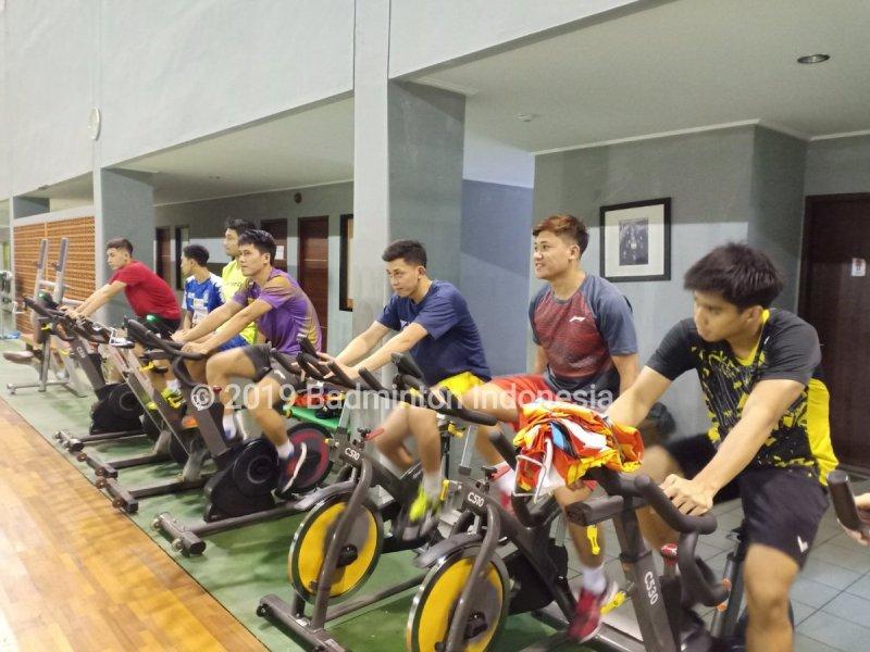 https: img.okezone.com content 2019 05 28 40 2061480 usai-piala-sudirman-2019-para-atlet-indonesia-langsung-latihan-di-pelatnas-pbsi-mfumnqohEe.jpg
