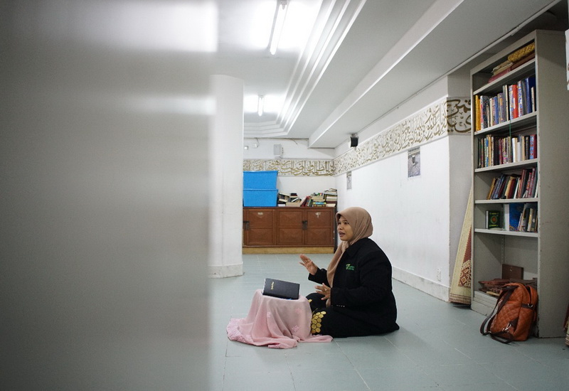 https: img.okezone.com content 2019 05 29 615 2061846 demi-jalan-dakwah-maryanti-tegar-relakan-kepergian-sang-ayah-EaA7tH9fIU.jpg
